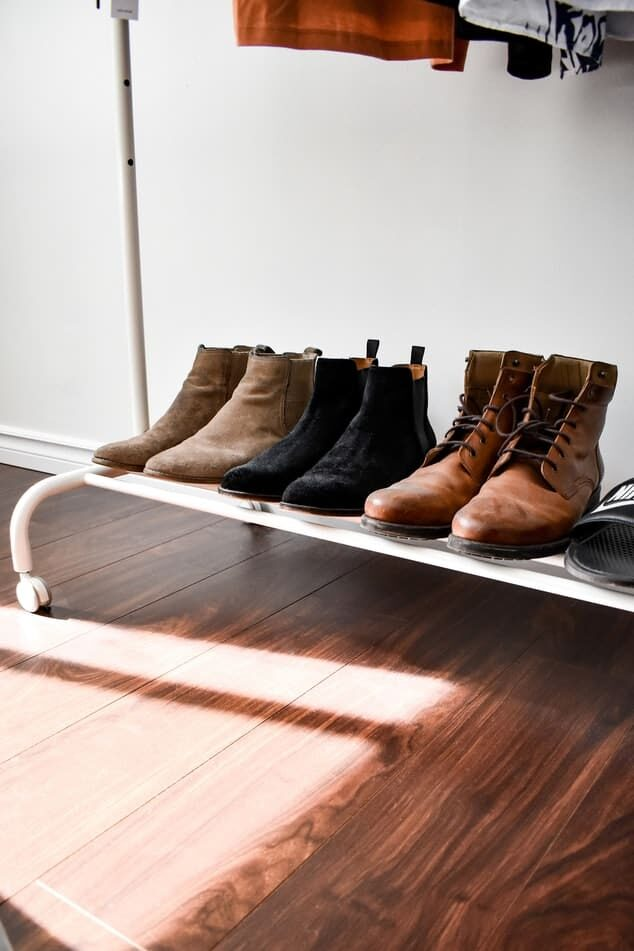 Shoes on a shoe rack - Fall prevention